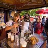 Lady pours pints of beer at the Karlštejn wine festival