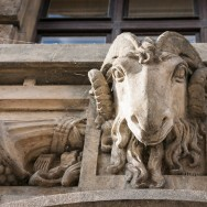 Stylized ram on the facade of the Ministry of Trade